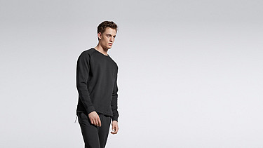 STYX V1.Y0.01 Relaxed Raglan Sweatshirt black Model shot Alpha Tauri