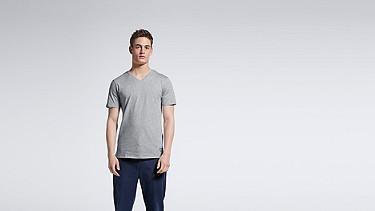JASP V1.Y0.01 V-neck T-shirt grey / melange Model shot Alpha Tauri