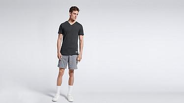 JASP V1.Y0.01 V-neck T-shirt black Front Main Alpha Tauri