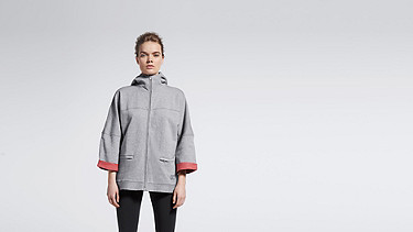 SMEX V1.Y0.01 Light Zip-up Hoody grey / melange Model shot Alpha Tauri