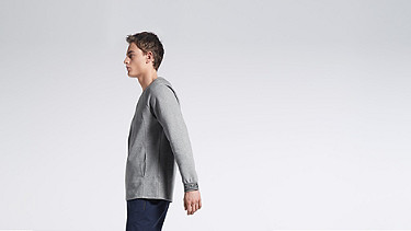 STOE V1.Y0.02 Herobranding Sweatshirt grey Model Foto Alpha Tauri