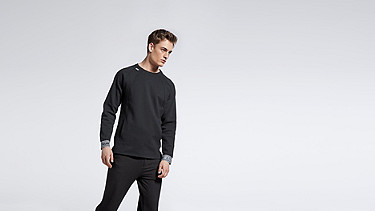STOE V1.Y0.02 Herobranding Sweatshirt black Haupt Vorne Alpha Tauri