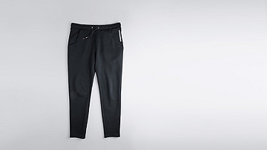 PITZ V1.Y0.02 Kordelzug Sweatpants black Hinten Alpha Tauri