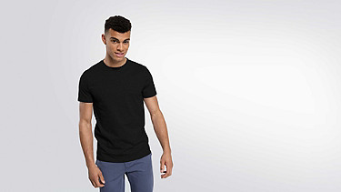 BARU Taurex Round-neck T-shirt black Model shot Alpha Tauri