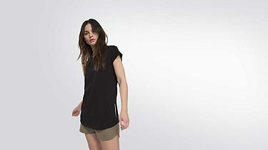 BARA Taurex® T-Shirt mit Flügelärmeln black Model Foto Alpha Tauri