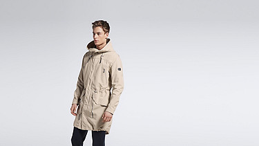 KORE V3.Y1.01 Two-Piece Insulated Parka beige - sand Model shot Alpha Tauri
