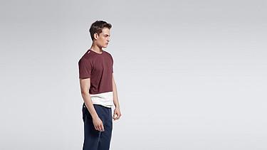 JUZO V1.Y1.01 Colorblock T-shirt bordeaux Model shot Alpha Tauri