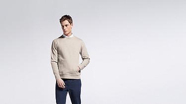 SAVO V1.Y1.01 Sweatshirt with Kangaroo Pocket beige - sand Model shot Alpha Tauri