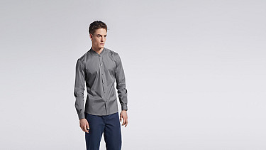 WADE V1.Y1.01 Sportliches Shirt grey Model Foto Alpha Tauri