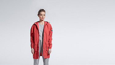 OLJA V1.Y1.01 Lightweight Parka coral Model shot Alpha Tauri