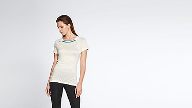 JENA V1.Y1.01 Cashmere-mix T-Shirt with Collar Detail offwhite Model shot Alpha Tauri