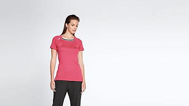 JENA V1.Y1.01 Stripe-detail T-shirt coral Model shot Alpha Tauri
