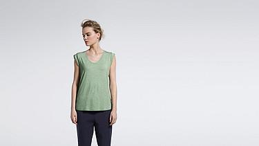 JAMA V1.Y1.01 Crop-sleeved T-shirt green / other Model shot Alpha Tauri