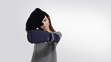 ALKE Wool-cashmere Gloves navy Front Alpha Tauri