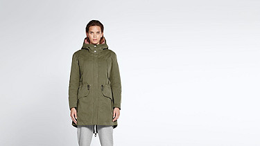 KORY V4.Y1.02 Two-piece Insulated Parka olive Model shot Alpha Tauri