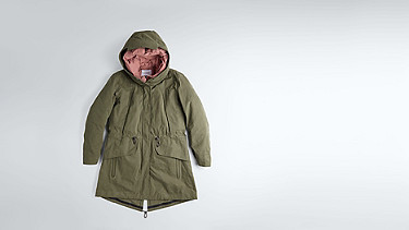 KORY V4.Y1.02 Two-piece Insulated Parka olive Back Alpha Tauri