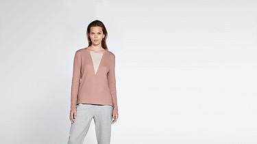 SIMP V1.Y1.02 V-feature Sweater rose Model shot Alpha Tauri