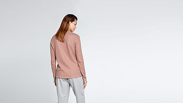 SIMP V1.Y1.02 V-feature Sweater rose Front Alpha Tauri