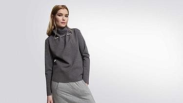 SYRI V1.Y1.02 Sweatshirt mit Kragen-Detail grey / melange Model Foto Alpha Tauri