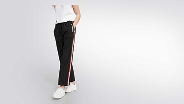 POLA V1.Y1.02 Wide-leg Tracksuit Pants grey / melange Model shot Alpha Tauri