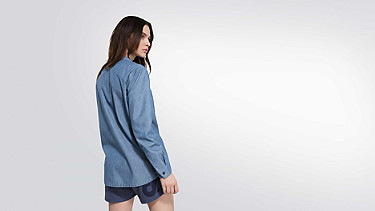 WEGA V1.Y1.02 Bluse mit tiefem Kragen blue Vorne Alpha Tauri