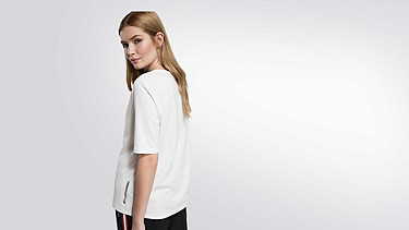 JARI V1.Y1.02 Slot-neck T-shirt white Front Alpha Tauri