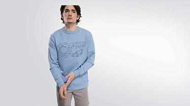 SEGA V1.Y2.01 Taurex® Logo Sweatshirt light blue Model Foto Alpha Tauri