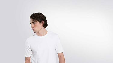 JETT V1.Y2.01 Heavy T-Shirt white Model shot Alpha Tauri