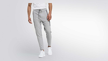 PRYK V2.Y2.01 Technische Sweatpants grey / melange Model Foto Alpha Tauri