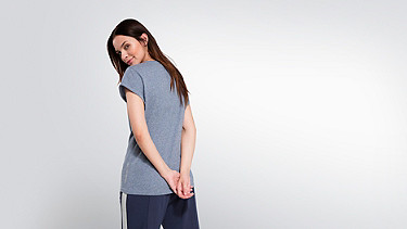 JONI V1.Y2.01 V-neck T-Shirt blue Front Alpha Tauri