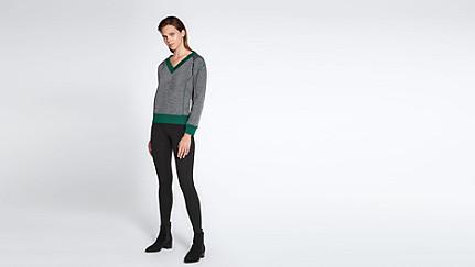 SVEA V1.Y0.02 Boxy V-neck Sweater dark grey / anthracite Front Main Alpha Tauri