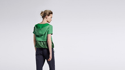 SUYI V1.Y1.01 Short Sleeved Sweathoodie green Front Alpha Tauri