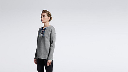 SAYA V1.Y1.01 Lace-up Sweatshirt grey Haupt Vorne Alpha Tauri