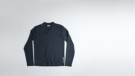 SURU V1.Y1.02 V-neck Sweater navy Back Alpha Tauri