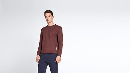 SPOC V1.Y1.02 Round-necked Sweatshirt bordeaux Front Alpha Tauri