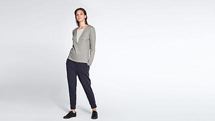 SIMP V1.Y1.02 V-feature Sweater grey / melange Front Main Alpha Tauri