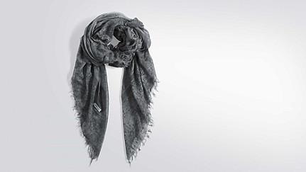 AKIR V1.Y2.01 Scarf medium grey Back Alpha Tauri