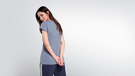 JONI V1.Y2.01 T-Shirt mit V-Ausschnitt blue Vorne Alpha Tauri