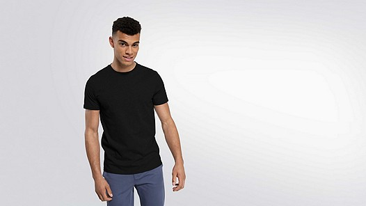 BARU Taurex® T-Shirt mit Rundausschnitt black Model Foto Alpha Tauri