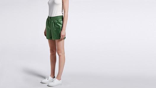 PALL V2.Y1.01 Sporty Shorts green Model shot Alpha Tauri