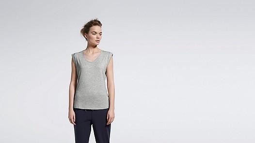 JAMA V1.Y1.01 Crop-sleeved T-shirt grey / melange Model shot Alpha Tauri