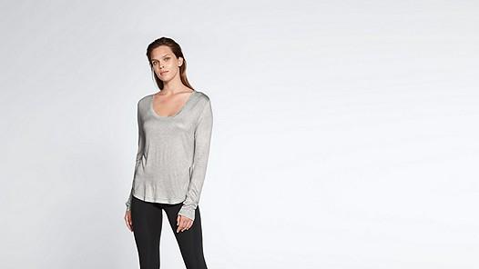 JOLA V1.Y1.02 Long-sleeved T-shirt grey / melange Model shot Alpha Tauri