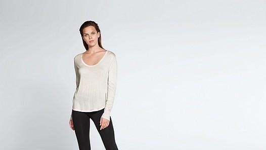 JOLA V1.Y1.02 Long-sleeved T-shirt offwhite Model shot Alpha Tauri