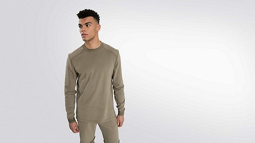 SAUL V1.Y2.01 Taurex® sweater olive Model shot Alpha Tauri