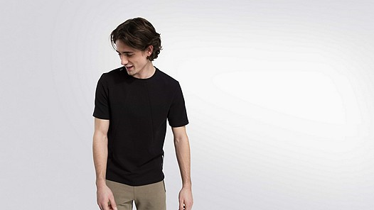 JETT V1.Y2.01 Taurex® T-Shirt black Model Foto Alpha Tauri
