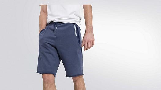 PUGH V2.Y2.01 Taurex® Sweat Shorts blue Model Foto Alpha Tauri