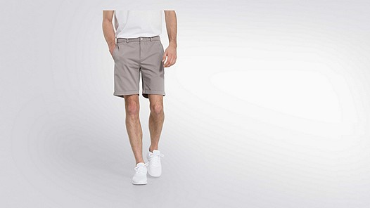 POXO V1.Y2.01 Chino Shorts grey Model shot Alpha Tauri