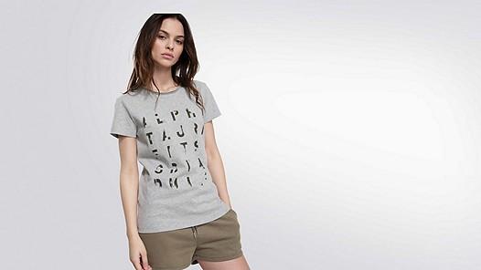 JALP V1.Y2.01 Taurex® T-Shirt mit Print grey / melange Model Foto Alpha Tauri