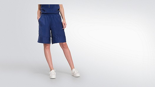 PAMA V1.Y2.01 Board Shorts blue Model shot Alpha Tauri