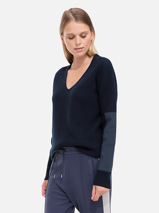 FALA V1.Y1.02 Cashmere Blend Jumper navy Model shot Alpha Tauri